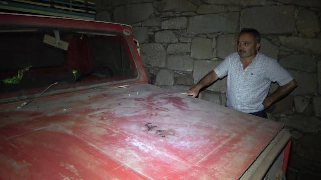 Trabzon'un Şalpazarı ilçesinde Muhammet Gören, 46 yıl önce satın aldığı sıfır kamyoneti oğullarının ehliyeti olmadığı için 42 yıl önce garaja kilitledi Yolun üst yamacındaki girişi ve çıkışı olmayan garajda 42 yıldır duran 9 bin kilometredeki kamyonet antika olarak satılmak isteniyor