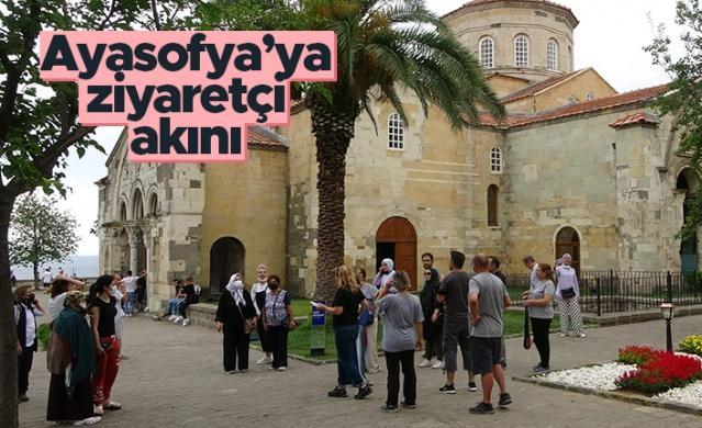 Yaklaşık 2 yıl süren restorasyon ve çevre düzenleme çalışmalarının ardından 28 Temmuz 2020'de Cumhurbaşkanı Recep Tayyip Erdoğan tarafından telekonferans yöntemiyle açılışı yapılan Ortahisar Ayasofya Camii'nde bayramda ziyaretçi sayısı üç katına çıktı.