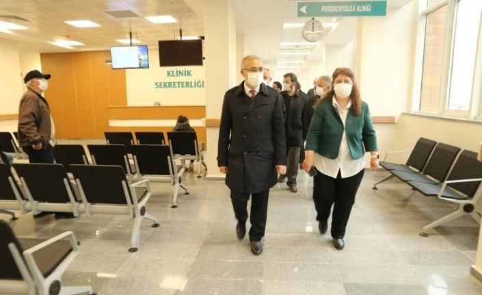 RTEÜ Diş Hekimliği Fakültesi aynı anda 175 kişinin diş tedavisi olabileceği yeni binasına taşındı