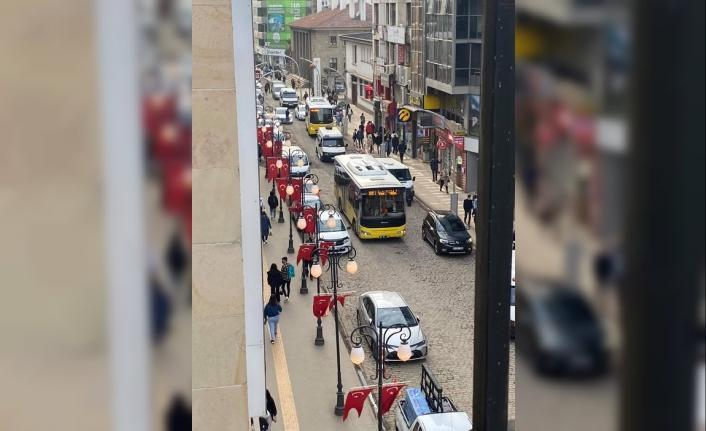 Trabzon'da 4 cadde trafiğe kapatıldı