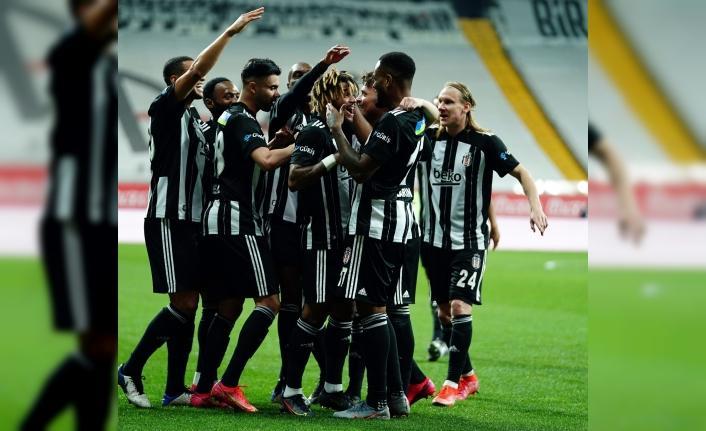 Beşiktaş'ta şampiyonluk şarkıları söylenmeye başlandı