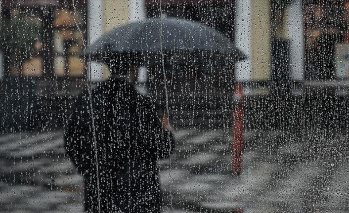 ''Yaz geldi'' diye sevinenlere kötü haber! Yağışlar geri dönüyor!