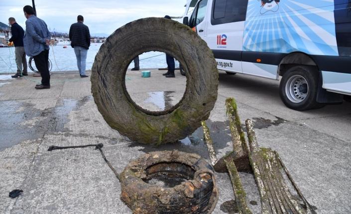Denizden 7 ton çöp çıkarıldı