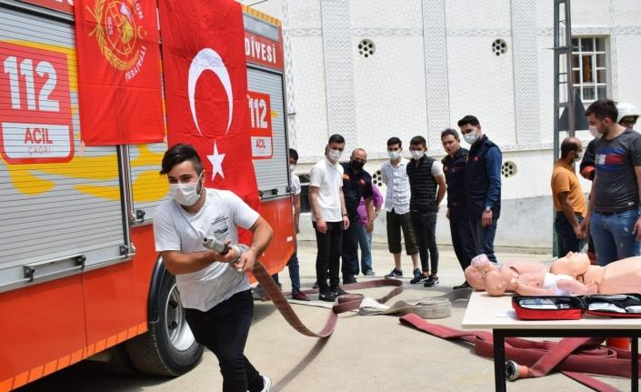 Gönüllü itfaiyeci eğitimleri sürüyor