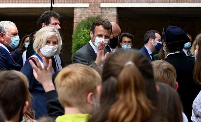İlkokul öğrencisi Macron'a sordu: 'Yediğin tokat nasıldı?'