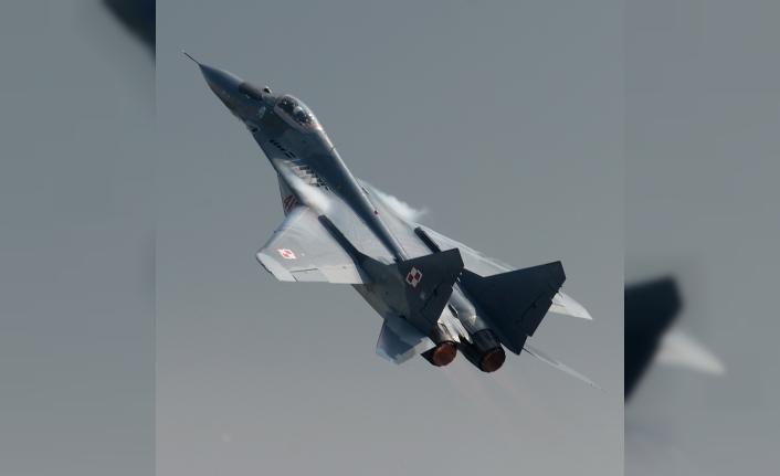 Polonya'da eğitim uçuşu yapan savaş uçakları yanlışlıkla birbirini vurdu iddiası