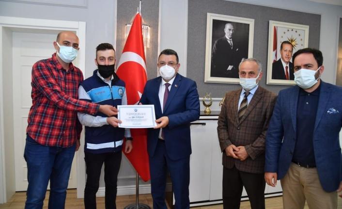Trabzon'da 7 bin lirayı yanlışlıkla çöpe attı