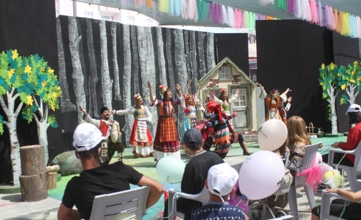 Trabzon Devlet Tiyatrosu çocuklar sevinci