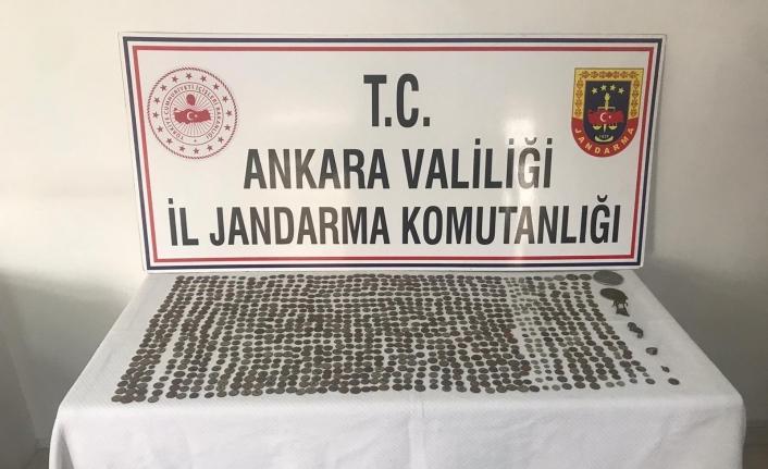 Ankara'da tarihi eser kaçakçılarına düzenlenen operasyonda 1016 sikke, at heykeli ve yüzük yakalandı
