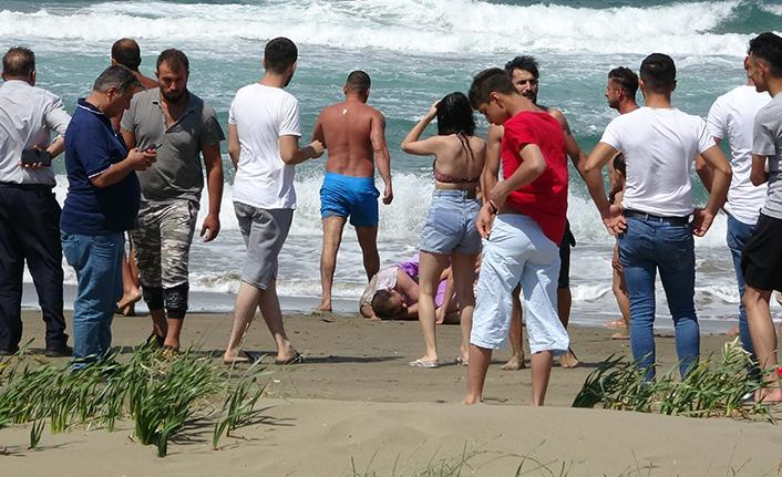 Sinop'ta boğulma tehlikesi geçiren dayı ve yeğen kurtarıldı