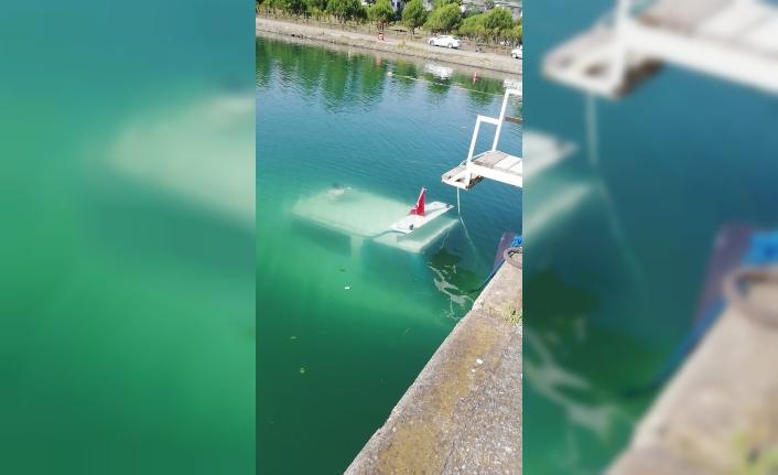Trabzon Marina'da tekne battı