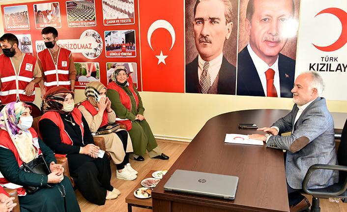 """Kınık: """"Türk Kızılayı yangın bölgesinde 300 bin kişiye ulaştı"""""""
