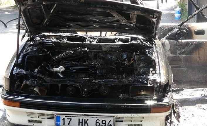 Seyir halindeki otomobil bir anda alevlere teslim oldu
