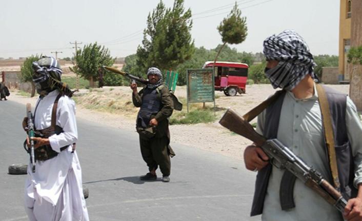 Taliban, Afganistan'da iki vilayetin merkezini daha ele geçirdi