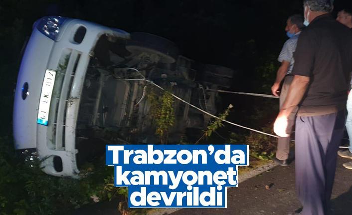 Trabzon'da kamyonet devrildi