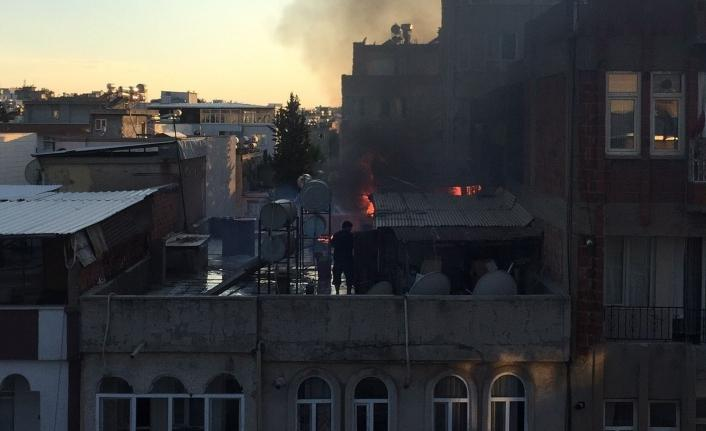 Adıyaman'da korkutan çatı yangını