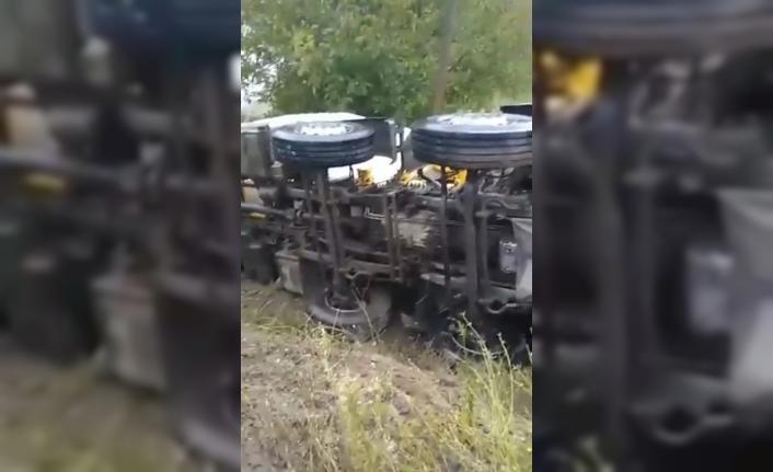 Beton mikser kamyonu devrildi: 2 yaralı