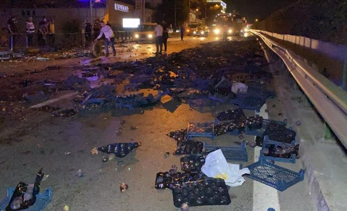 Bursa'da otomobil ile incir yüklü kamyonet çarpıştı : 2 yaralı