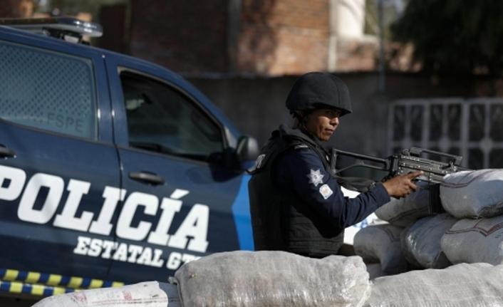 Silahlı grup otel bastı: 20 kişi kaçırıldı