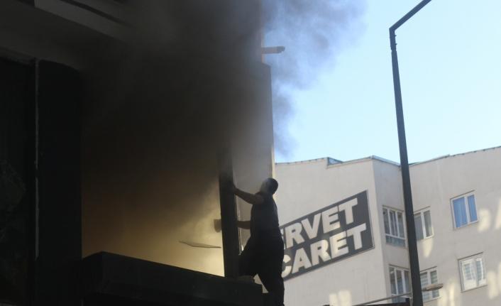 Van'da iş yeri yangını: 3 yaralı