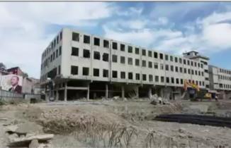 Rize'de iş makinesi yıkımın altında kalacaktı